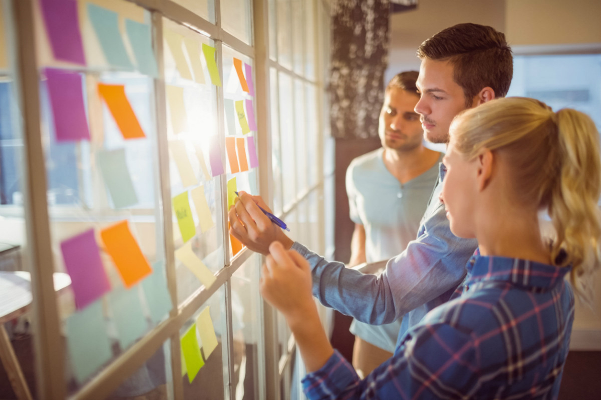 agile business analyst team brainstorming