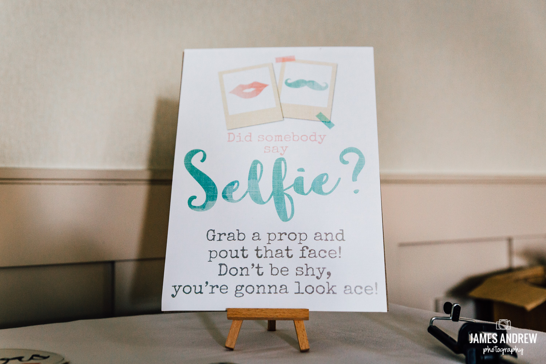 selfie wedding sign