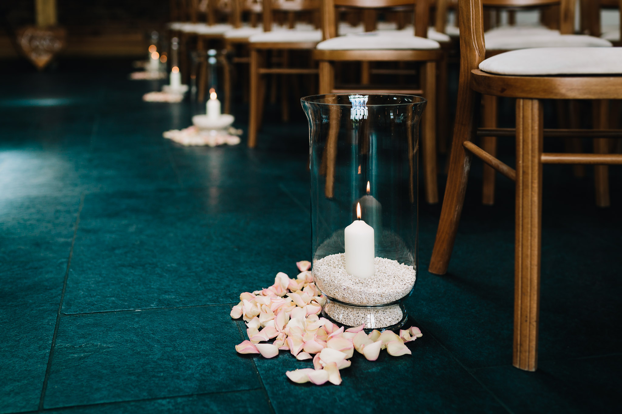 CANDLES DOWN ISLE BEFORE CEREMONY