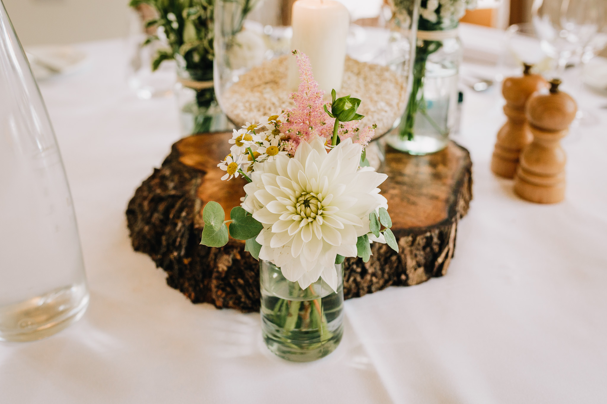 RUSTIC WEDDING FLOWERS ON TABLE AT RECEPTION