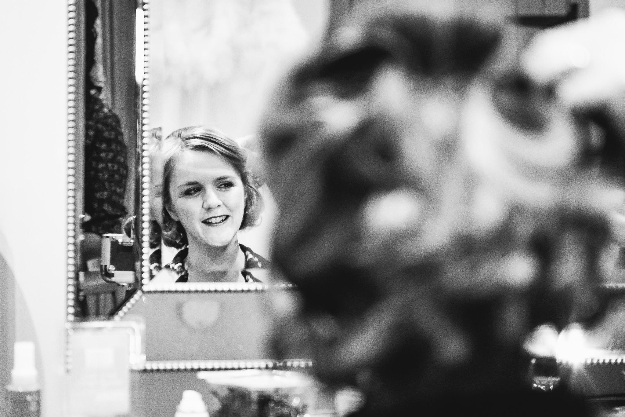 BLACK AND WHITE PICTURE OF BRIDE LOOKING IN MIRROR