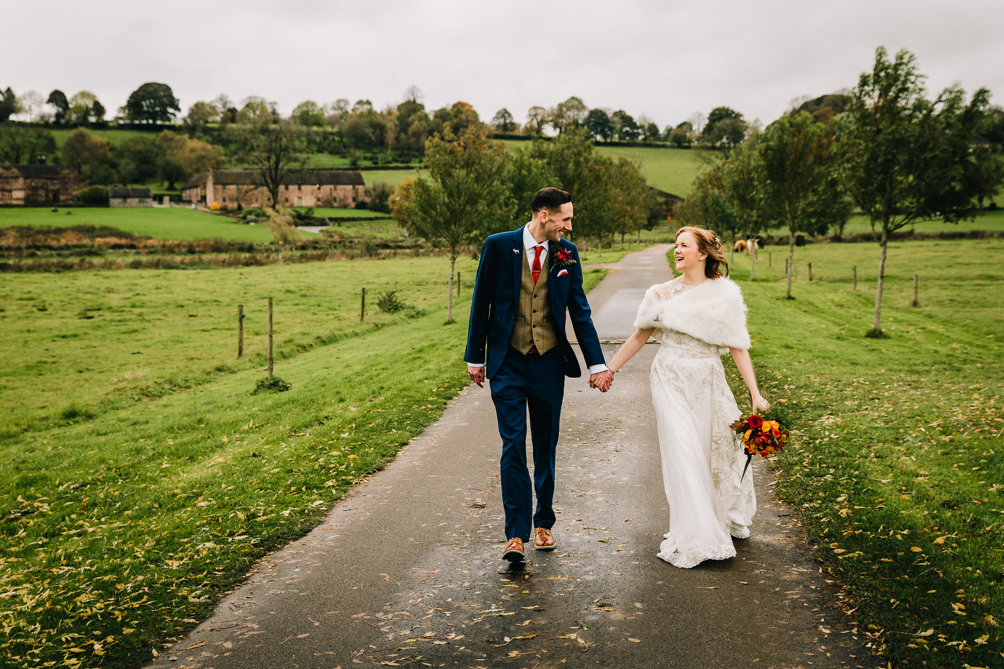 NATURAL CREATIVE WEDDING PICTURE IN STAFFORDSHIRE