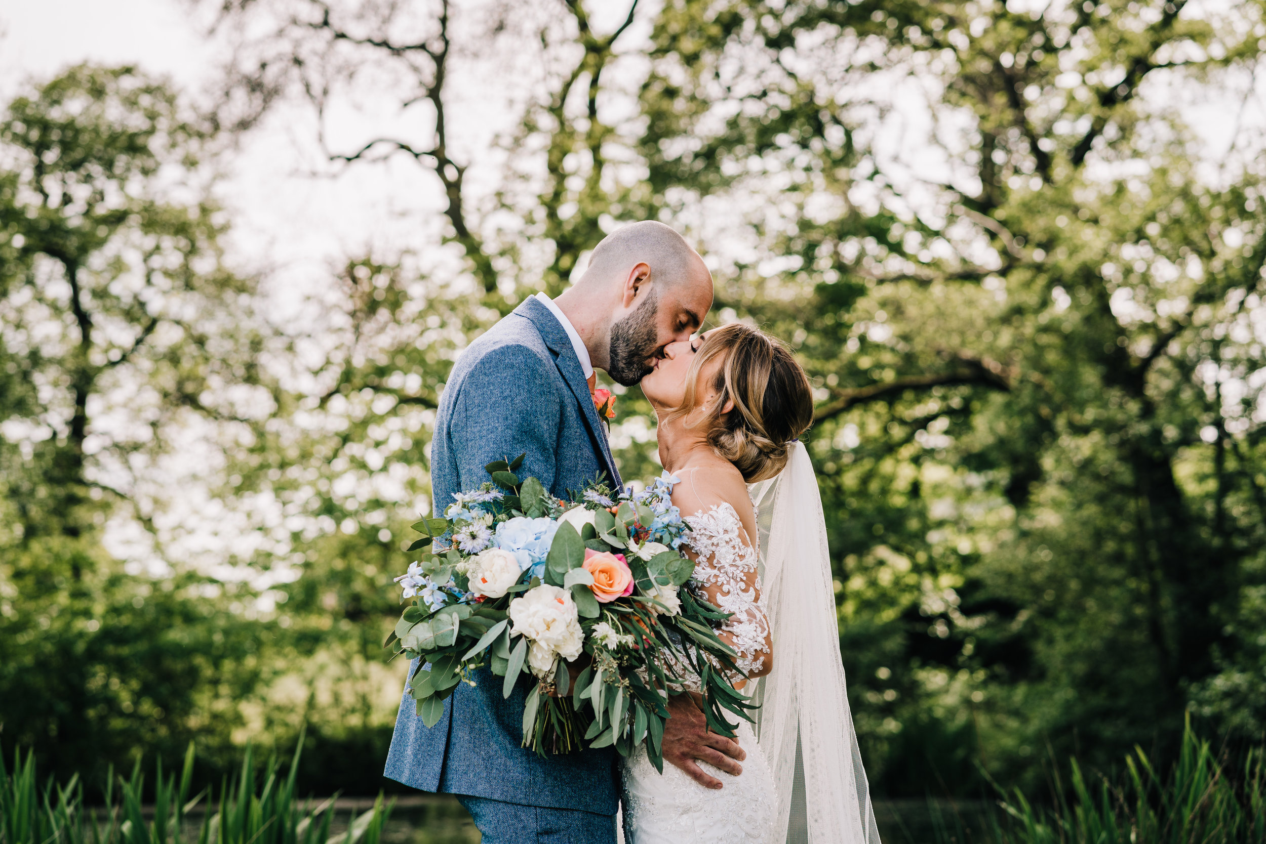 HAPPY COUPLE JUST MARRIED IN ENDON STAFFORDSHIRE