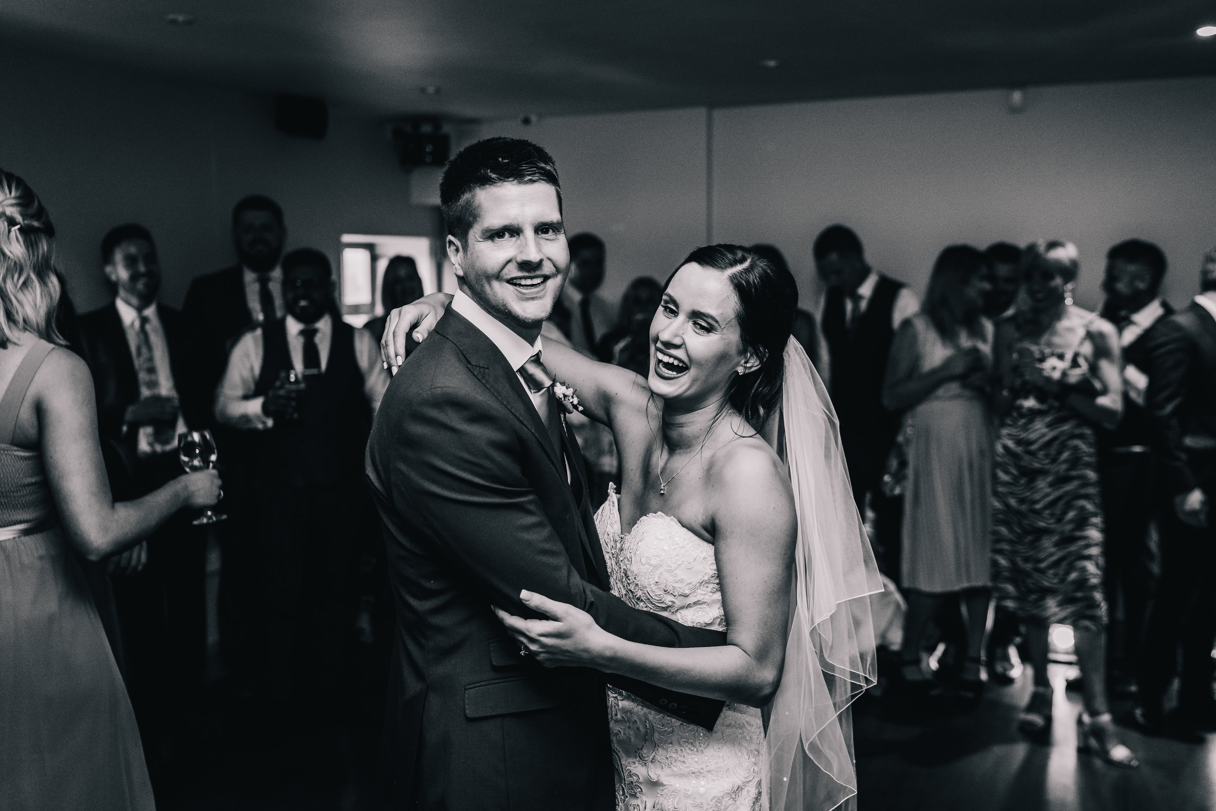 COUPLE FIRST DANCE WEDDING BLACK AND WHITE
