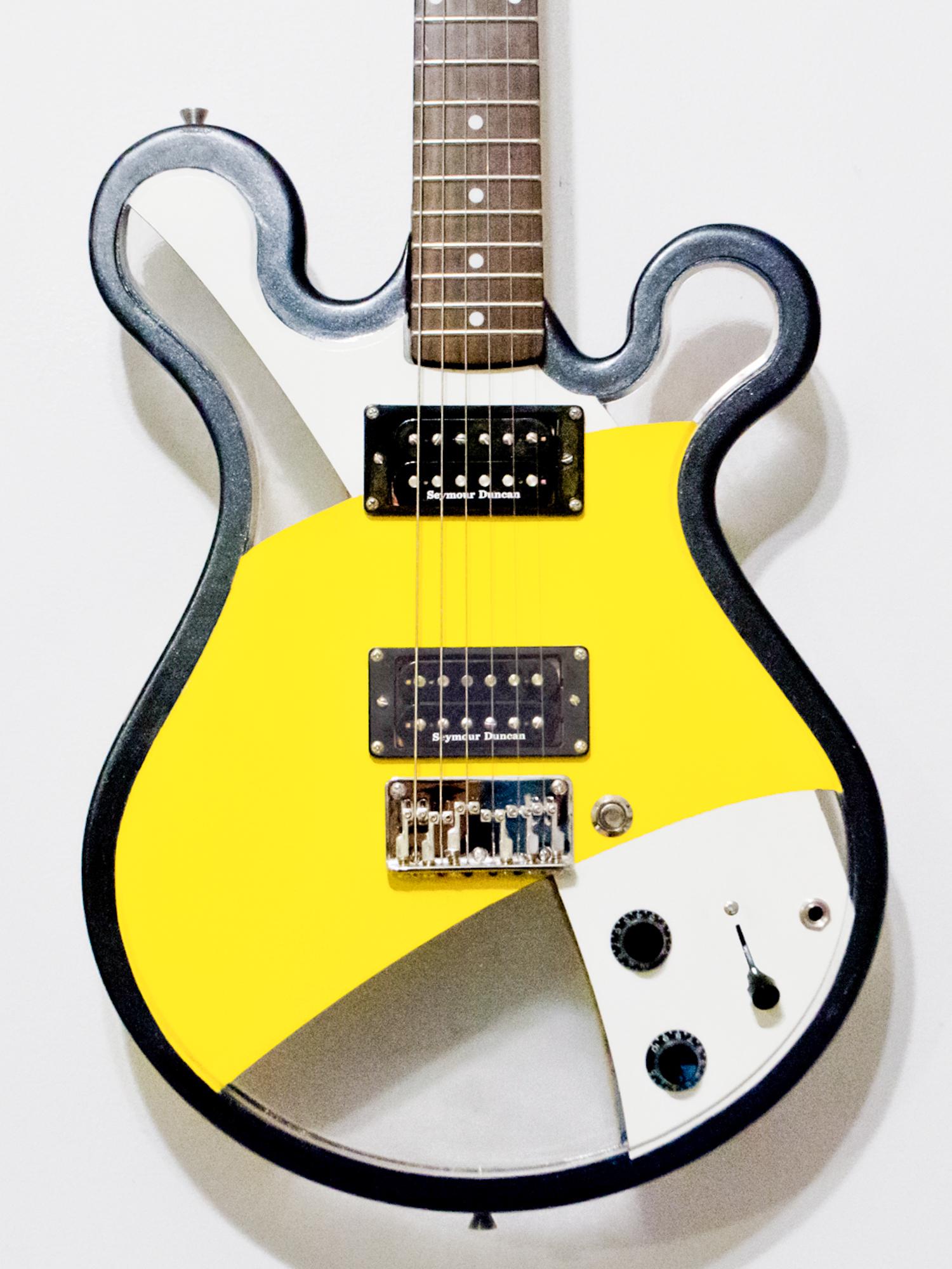 Gallo_Guitar_Loop_Black_White_Yellow_LED.jpg