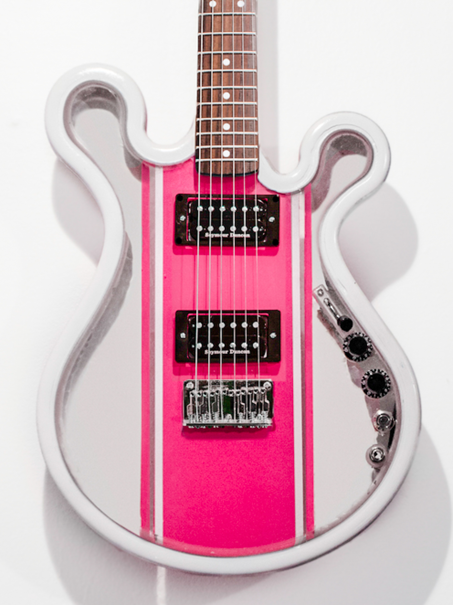 Gallo_Guitar_Runner_White_Pink_LED.jpg
