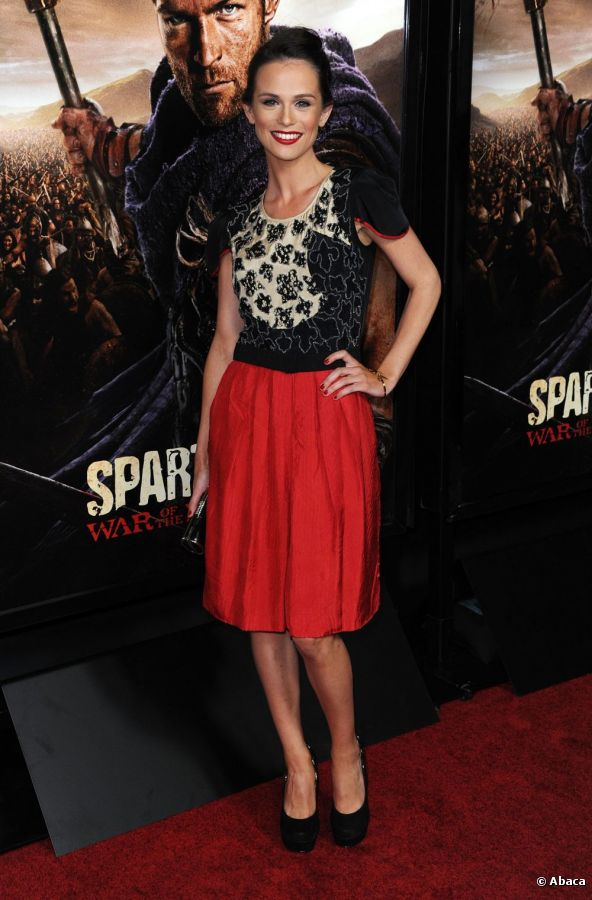 9333-gwendoline-taylor-posed-in-a-red-skirt-592x0-1.jpeg