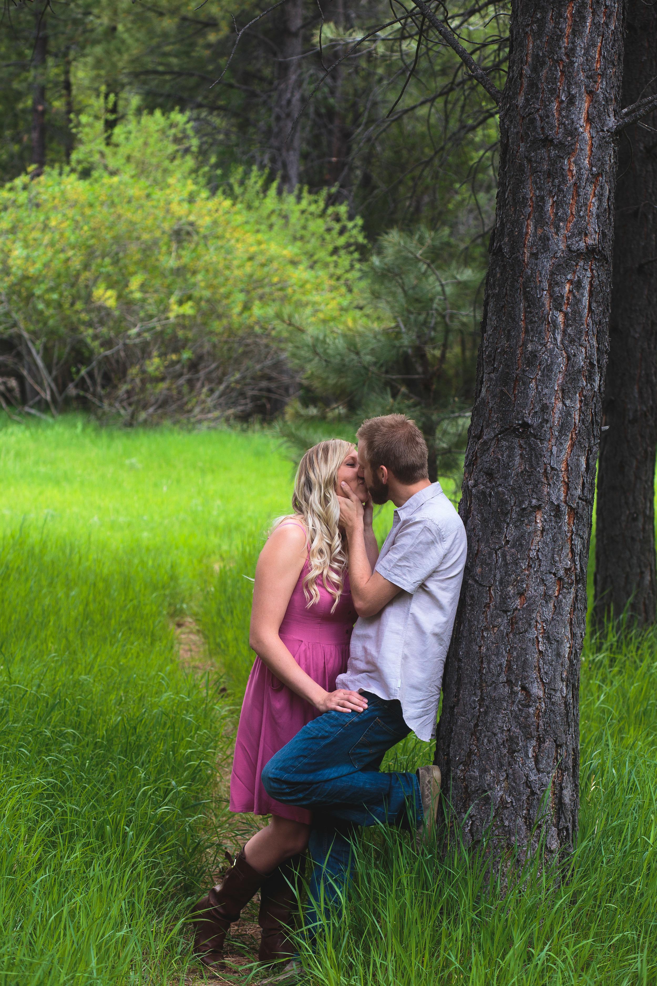 Trees kiss pose Utah engagement photographer