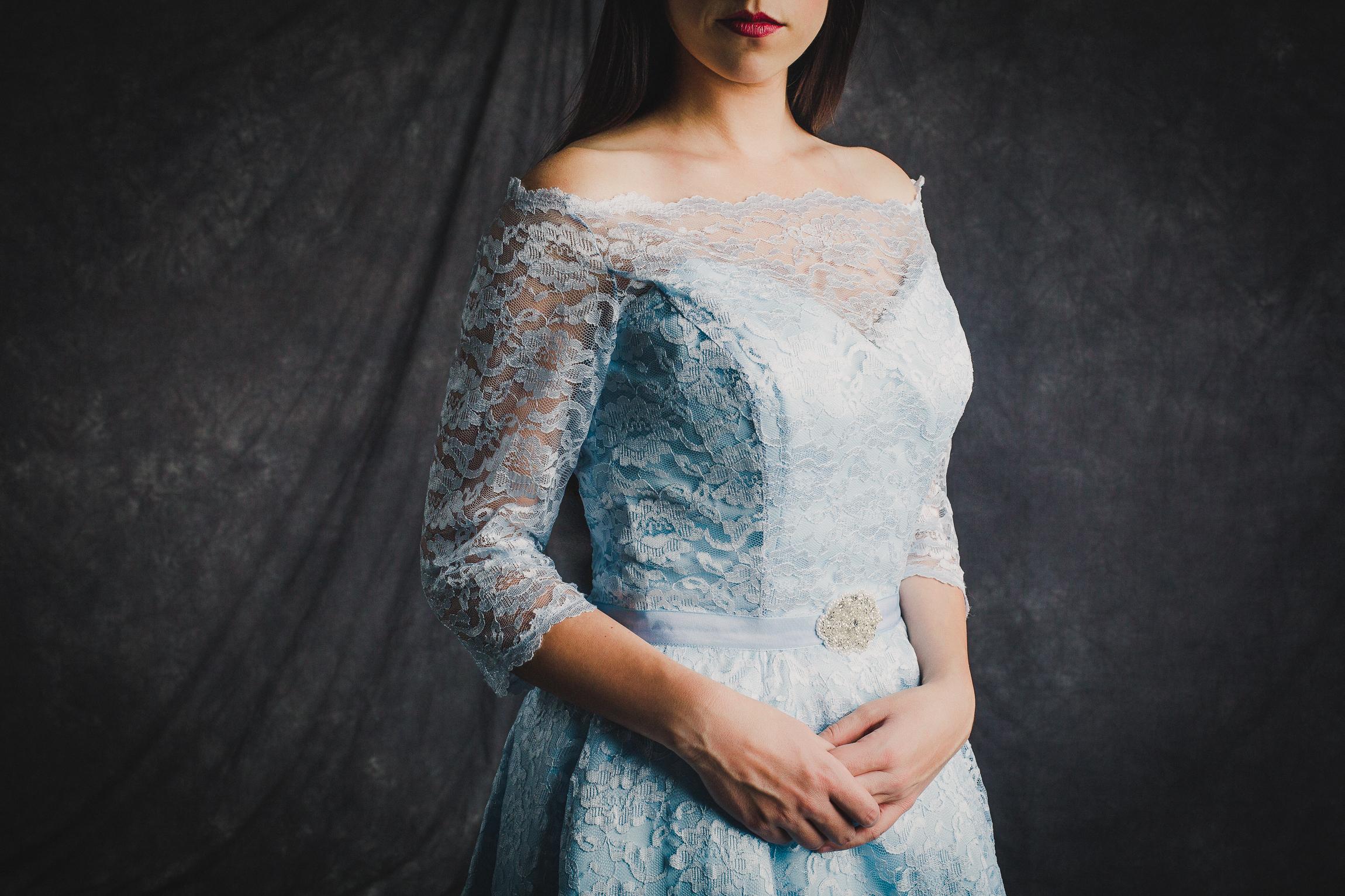 Jen_Montgomery_Photography_CinderellaHandsSM.jpg