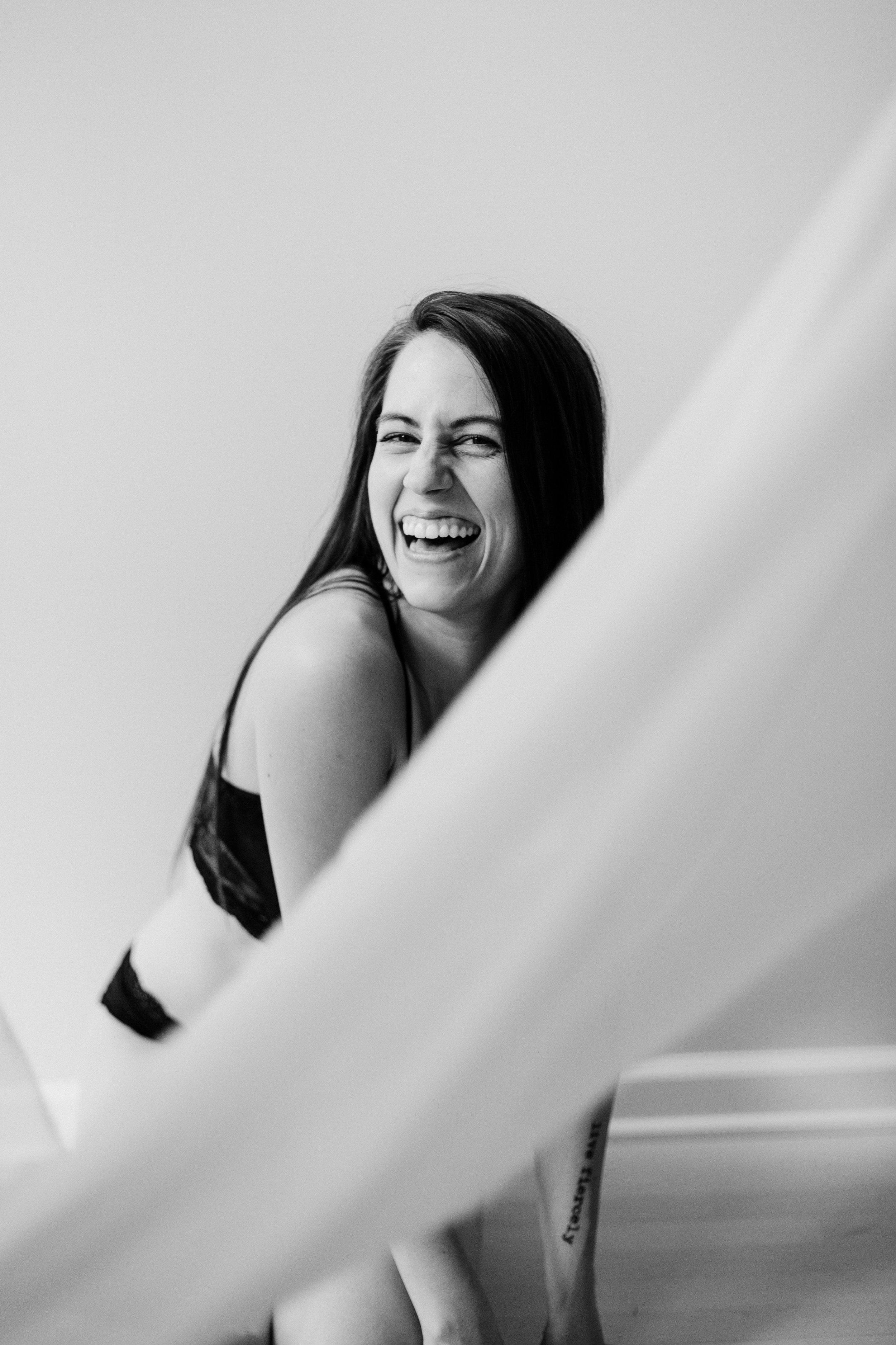 Jen_Montgomery_Photography_CarlyBoudoir-13BW.JPG
