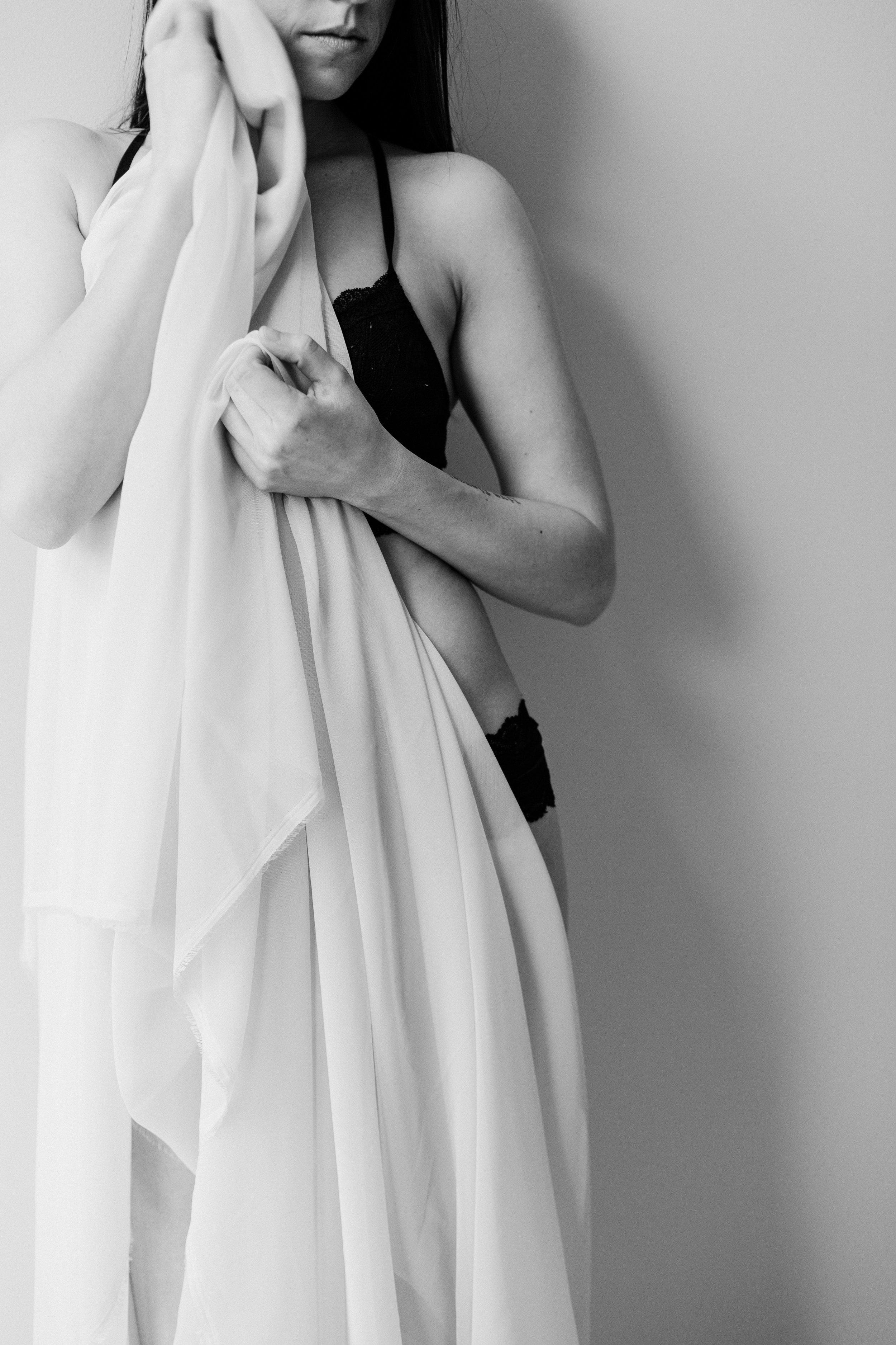 Jen_Montgomery_Photography_CarlyBoudoir-19BW.JPG