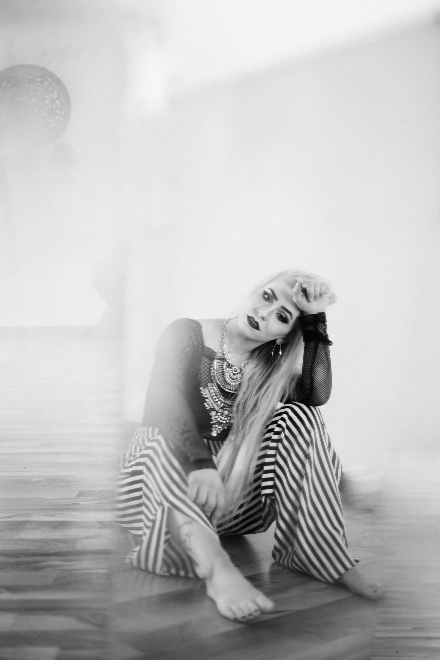 Jen_Montgomery_Photography_Kelsi_Portrait_Sparkler_fb-18BW.JPG