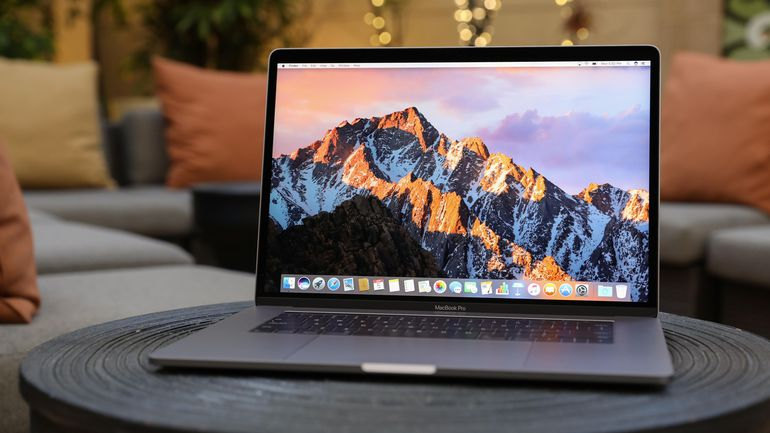apple-macbook-pro-touch-bar-15-inch-2017-4201.jpg