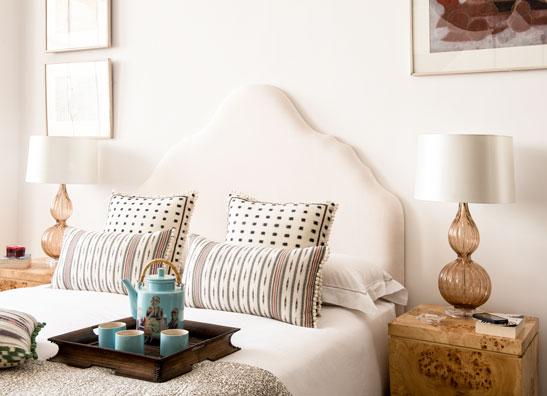Rampur Romance White Bedroom with Arambol cushions