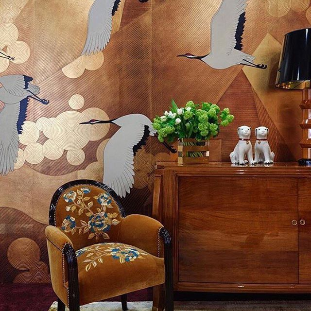 We're absolutely in ❤️ with this apartment designed by @oitoemponto  in colab with @degournay #artdeco #japan #eastmeetswest #IRDesignInspo