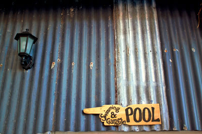 Staging-post-pool-sign.jpg