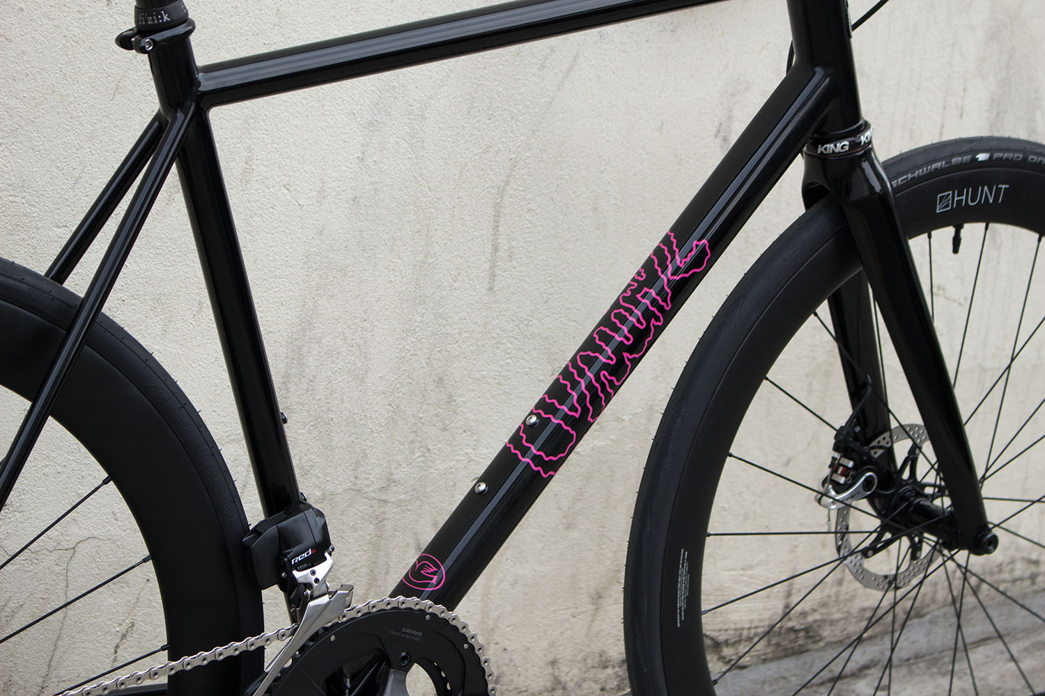 quirk_cycles_alastairs_fast_disc_road_web_0004.jpg