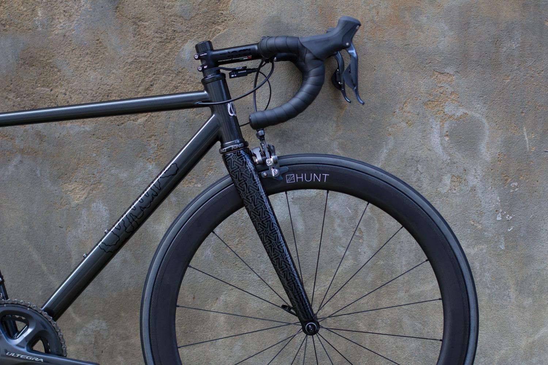 quirk_cycles_wisebuds_stealth_road__01.jpg
