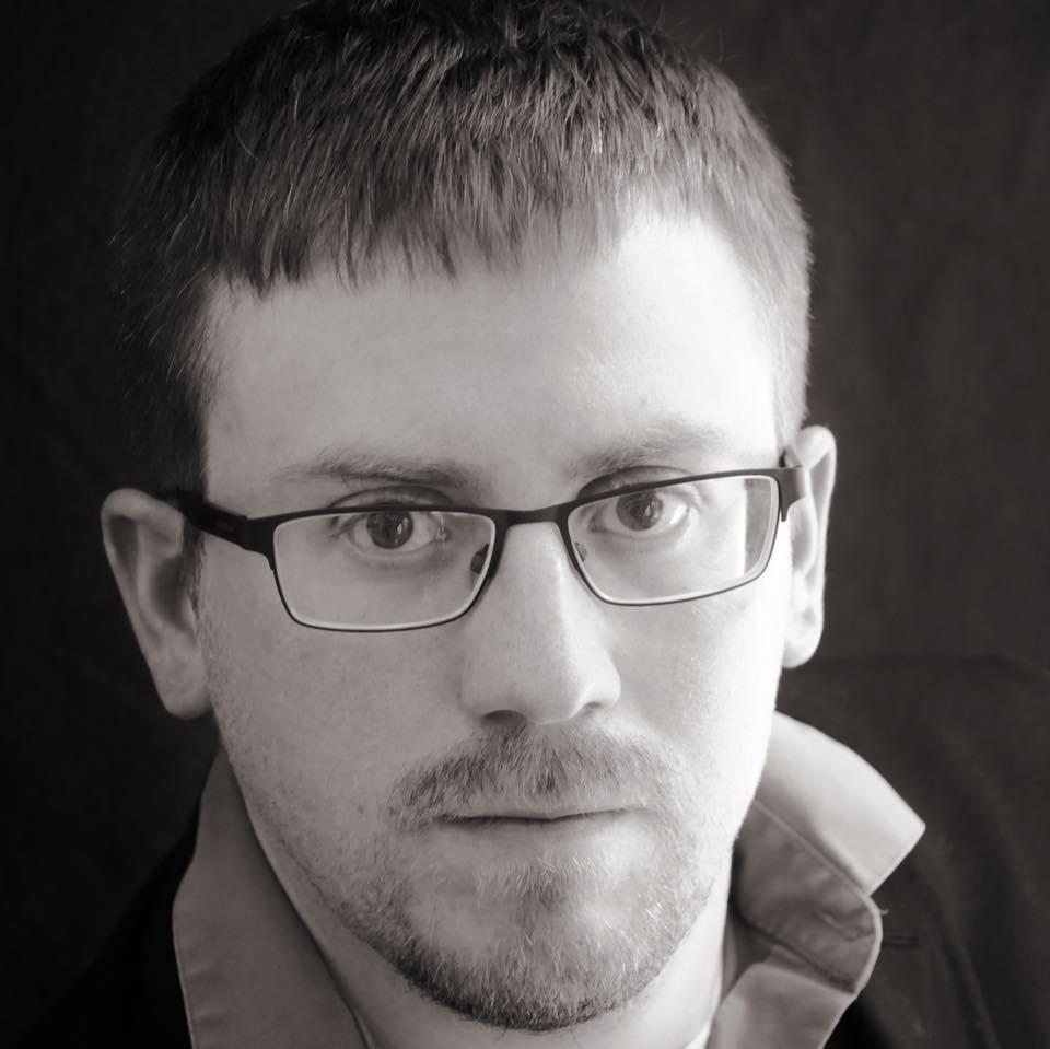 Thomas Headshot.jpg
