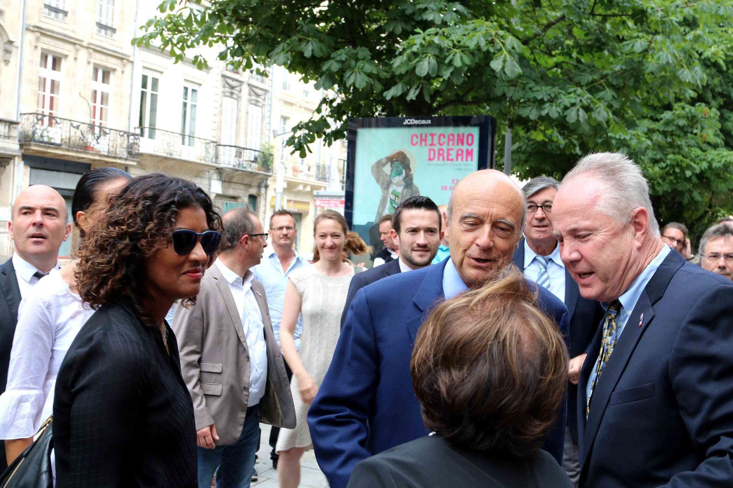 Kamilla Blanche, Mayor of Bordeaux, Alain Juppé and Councilmember Tom LaBonge arrive at the Museé d'Aquitaine.
