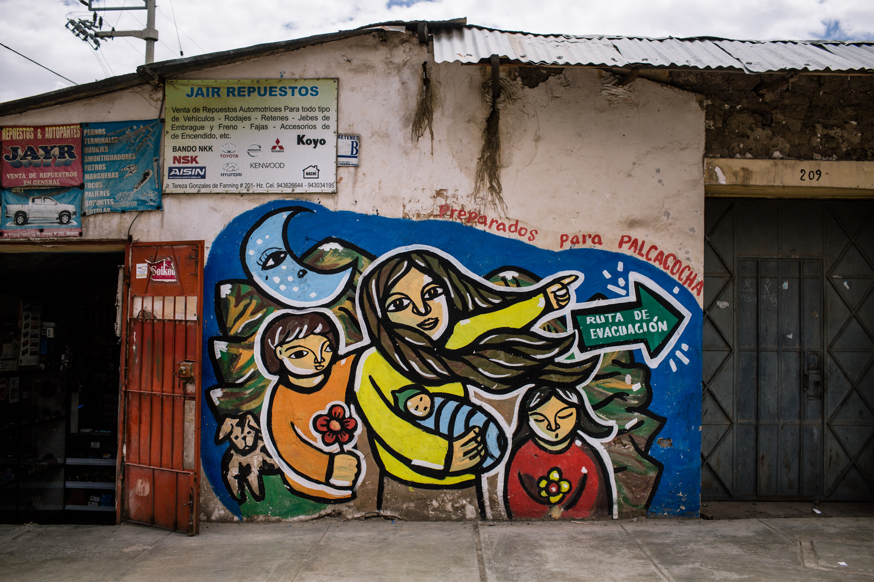 In 2013, the ministry of environment hired a group of artists from Lima to create a serie of mural paintings indicating the escape routes in case of flood. Much remains to do as there is currently no siren system, no precise plan of the dangerous areas, no trainings and no precise information to the exposed populations.