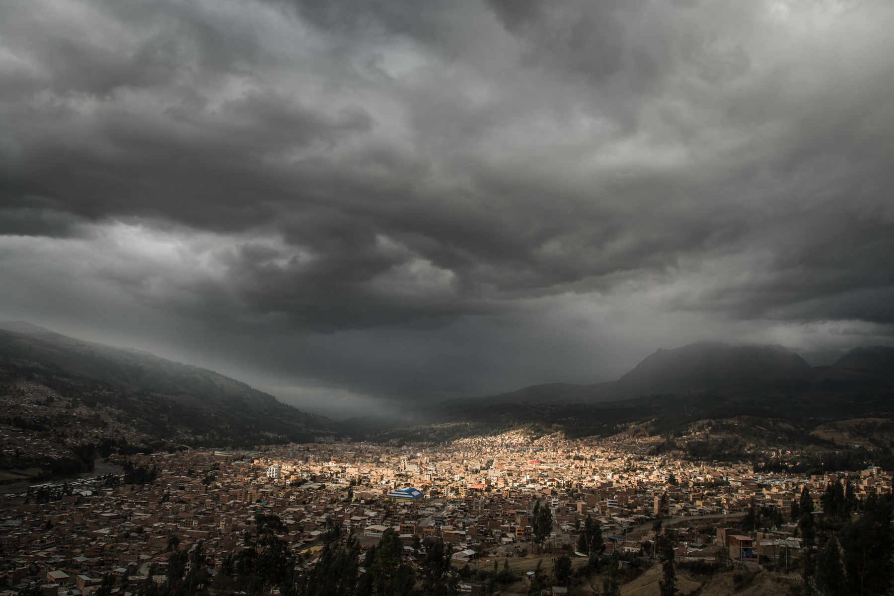 When the last flood caused by Palcacocha occurred in Huaraz, in 1941, the population of the city was approximately 35'000 people. Now, the city is between 150'000 and 180'000 people and counting.