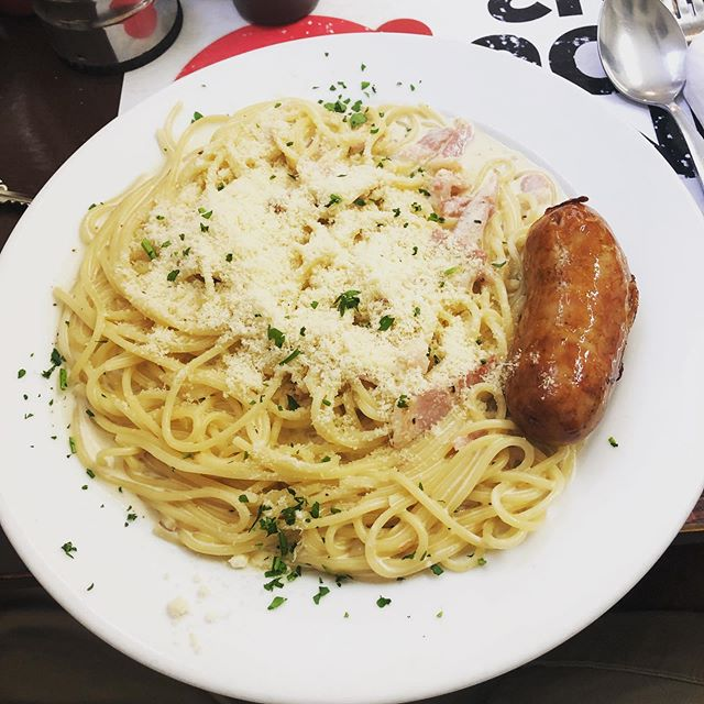Carb loading the authentic Italian way at Franco's Shoreditch 😂 spaghetti carbonara with one of those sausages on the side for good measure please 🙋🏼‍♂️ ⠀⠀⠀⠀⠀⠀⠀⠀⠀ Can't fail now, surely?! T-23 hours to the @sublimeracinguk 24hr race 🏃🏼‍♂️🥳🍕 ⠀⠀⠀⠀⠀⠀⠀⠀⠀ #pasta #lunch #friday #nutrition #instarunners #justrun #marathon #marathontraining #running #run #parkrun #5km #runners #race #summer #ukrunners #fitness #runchat #ukrunchat #worldrunners #instarun #instarunners #runnersofinsta #runnersofinstagram #trail #ultrarunning #ultramarathon