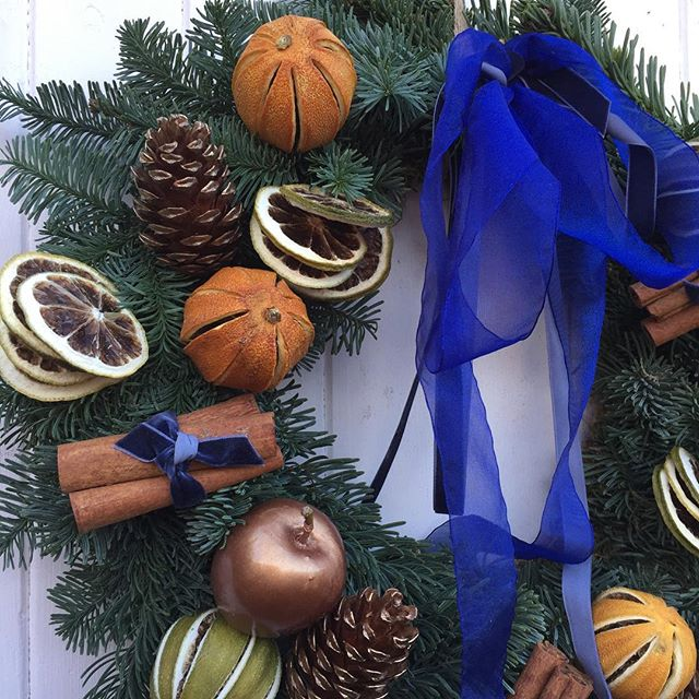 Plenty of dried fruits to nibble on our wreaths should you find yourself locked out in the snow ❄️