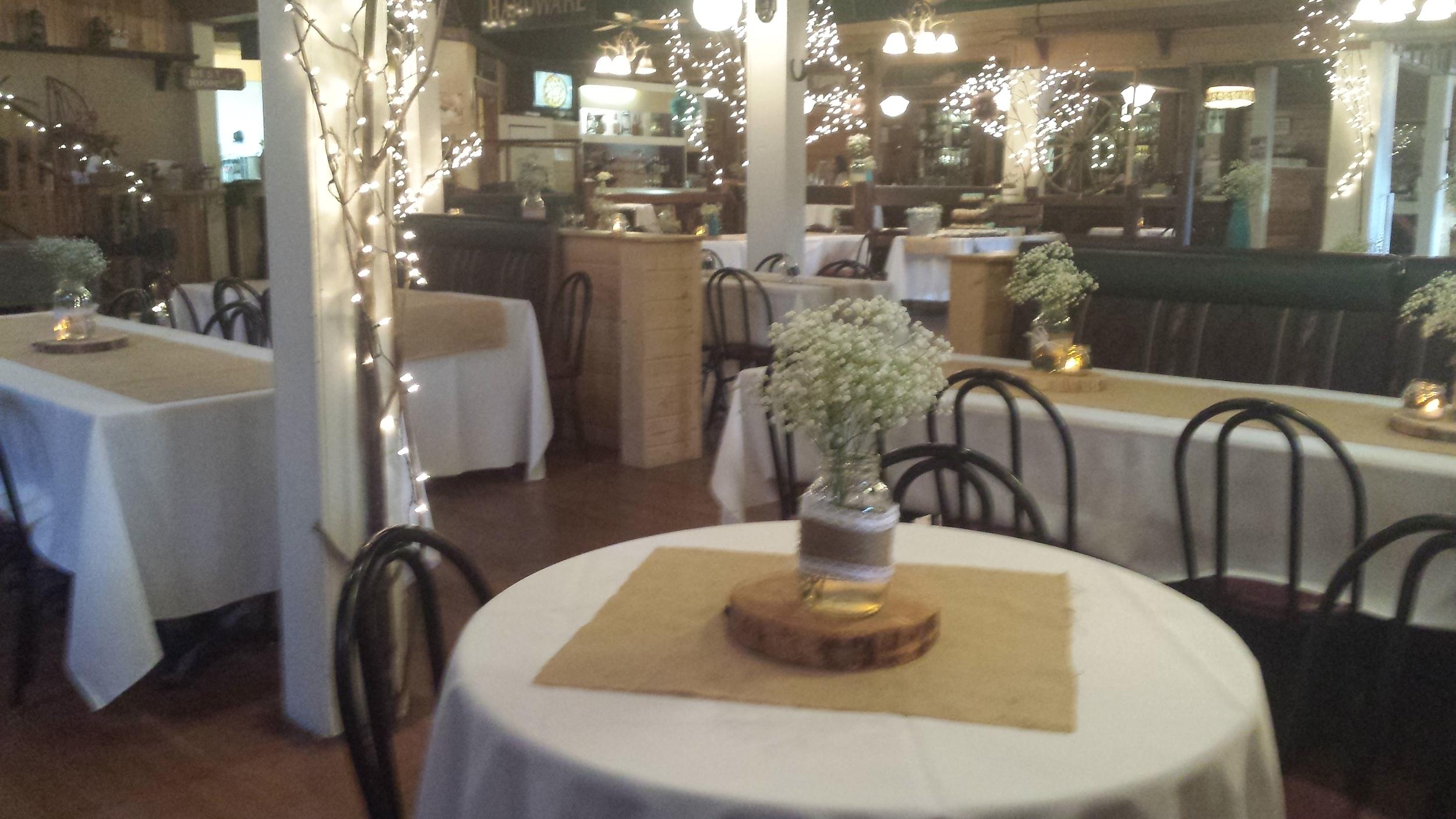 white,burlap tables.jpg