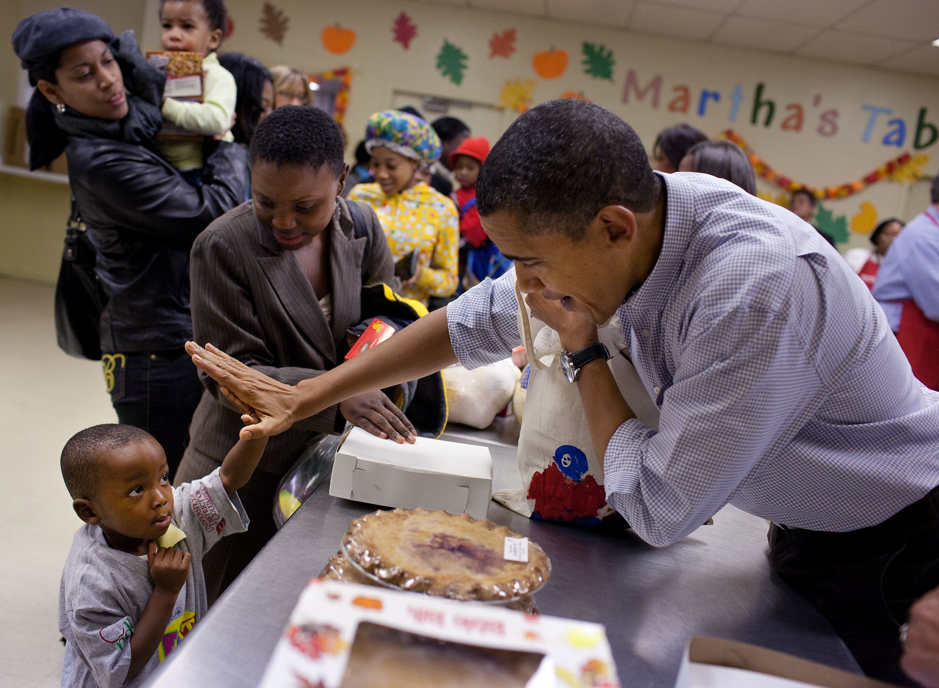 barak obama thanksgiving charity with high five.jpg