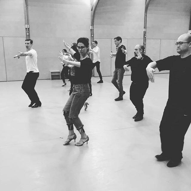 Ballroo & Latin beginners every Sunday afternoon in Covent Garden. Still have a place to fill up... 💃  #london #littlelondon #londoncenterclasses #latinamericandance #londondance #ballroomdance #ballroom&latin #dancing #funclass #swingdance #weddings #weddingdance