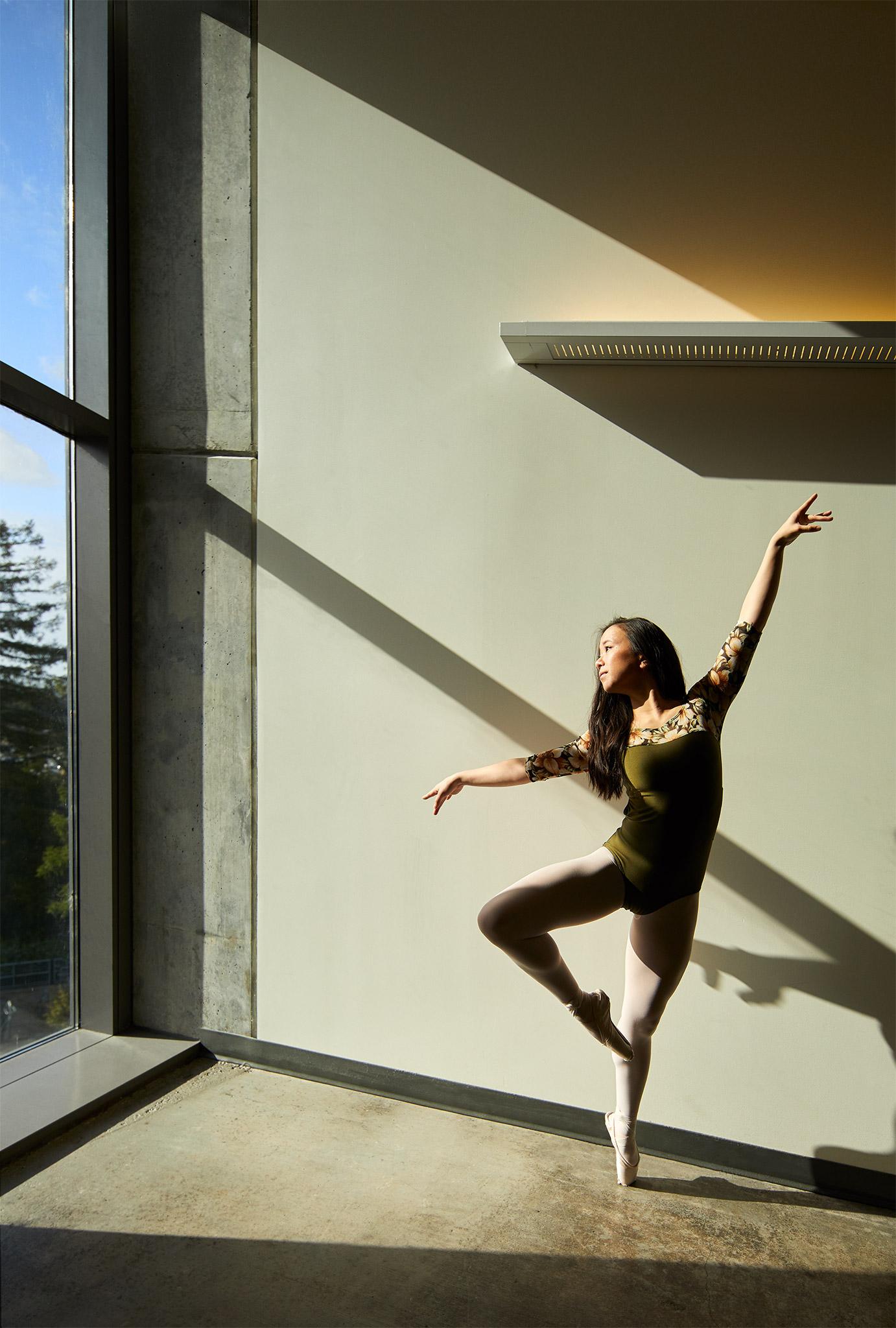 _15A9794_1_dancer-dancing-hallway-bss.jpg