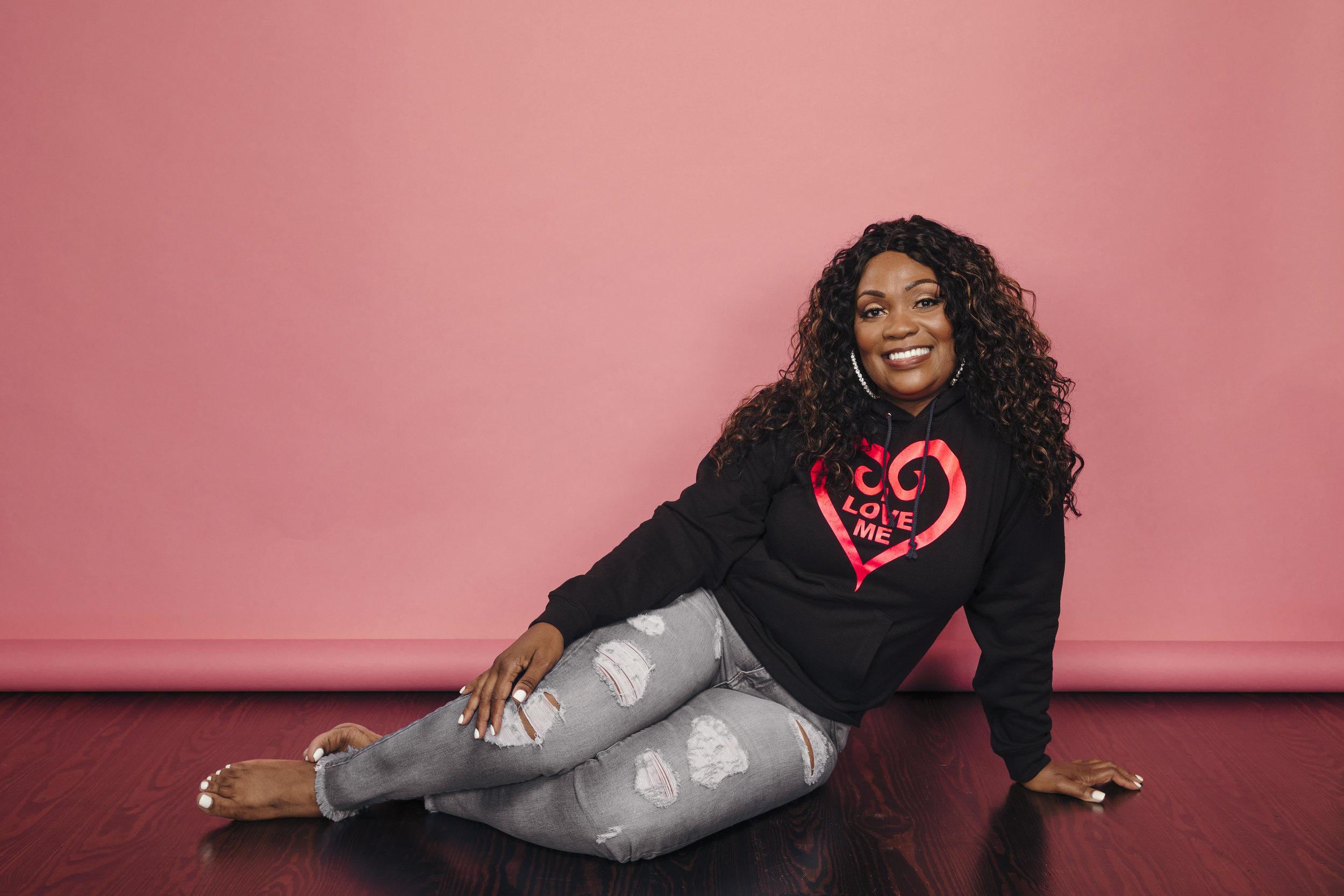 pic mom black hoodie hot pink heart.jpg