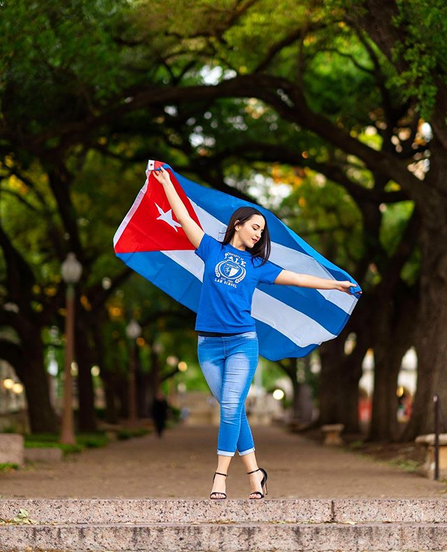 Tomorrow is Mexico's Independence Day and yes I know this is an image with the beautiful Cuban flag ❤️ - But I post this because one of the things that I make sure my clients, branding, and everything I post on social media shows is that I am here to showcase YOU. - My clients are proud of who they are. - They're proud of their accomplishments. - They're proud of where they or their parents came from. - They are proud of what is to come! - Ive had the absolute honor to photograph students whose parents (or them) come from all over Mexico, Cuba, Honduras, El Salvador, Peru, Belize, Africa, the Caribbean, and many many other places. - I am proud of my roots and I want you to be proud too!! 💪🏽😍