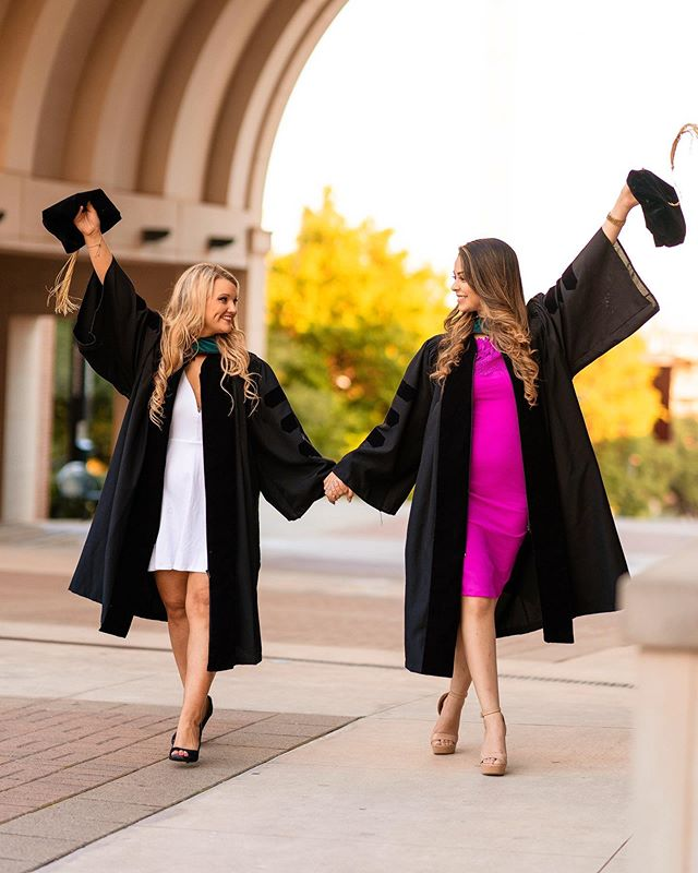 Walking into Friday like 😍🙌🏽 - If this is your last semester you know how different this one feels compared to the rest. - It's getting REAL and real FAST 🔥 - In the midst of the crazy fast speed you're going at don't forget to stop and look at back at all you've accomplished. - Your hard work matters. - Your accomplishments matter. - You matter. - Remember what @lizzobeeating says, I don't play tag, I'VE BEEN IT 🔥 - Visit Www.ReginaBlancas.Com
