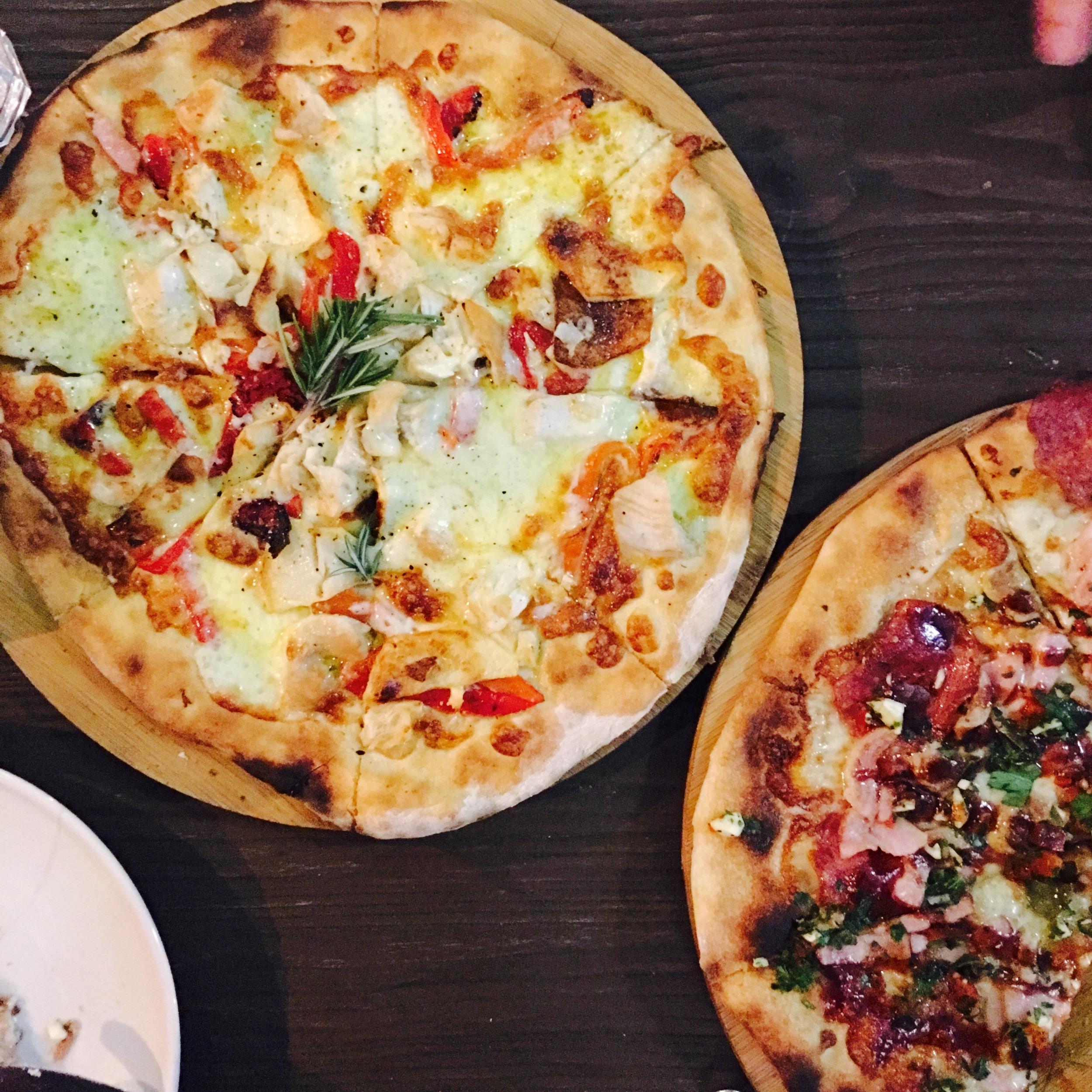 Tiberio Chicken Pizza from Magna Pizza
