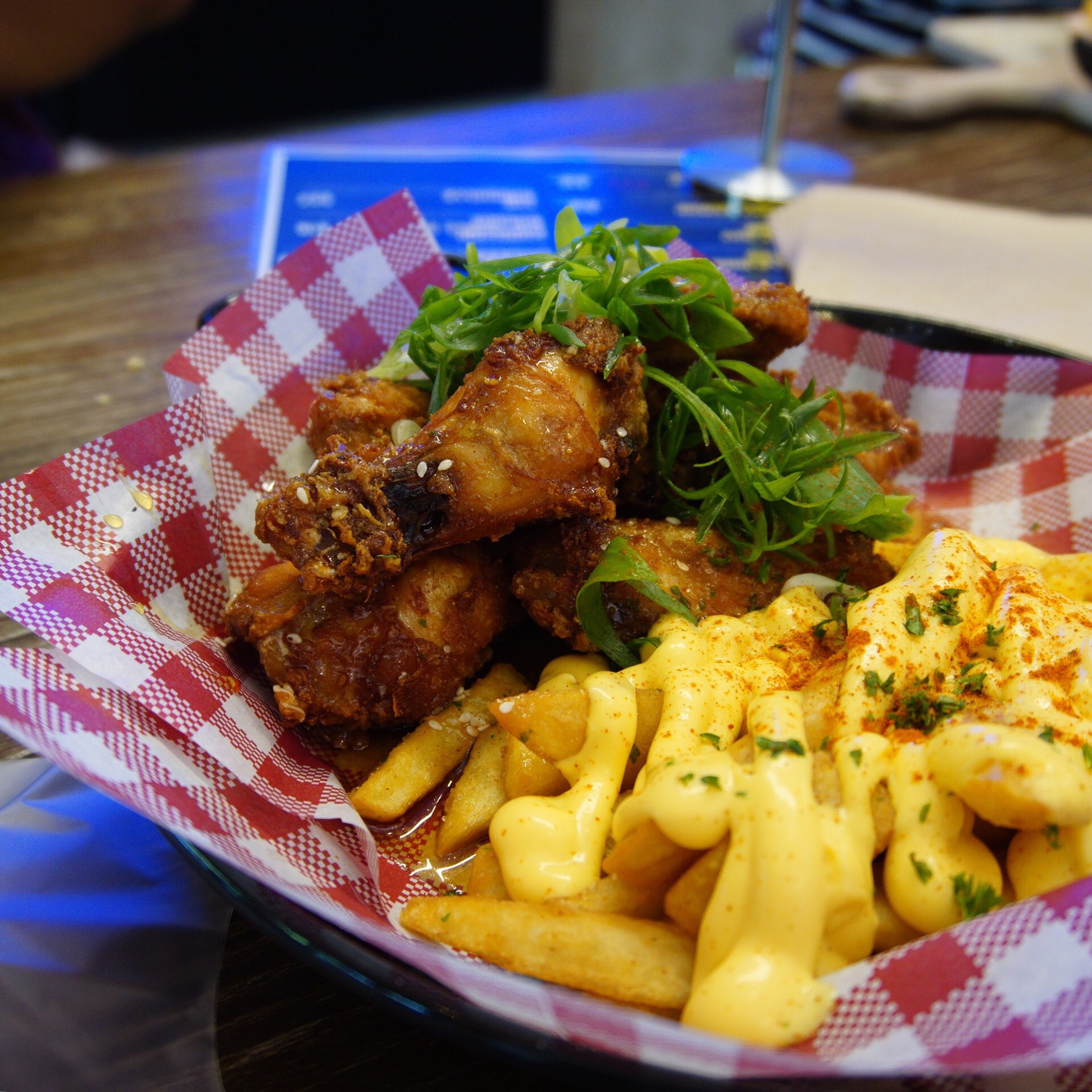 Sweet & sticky fried chicken with cheesy chips