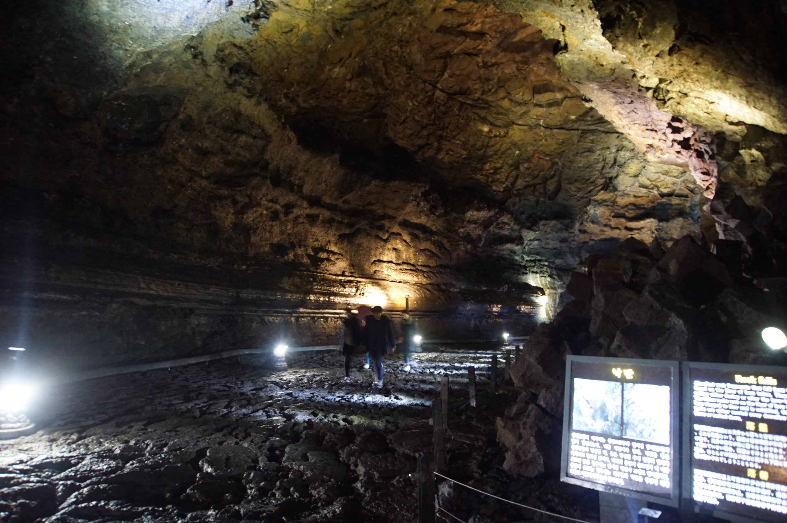 23 m tall and 18 m wide passage, check out the lava column on the right!