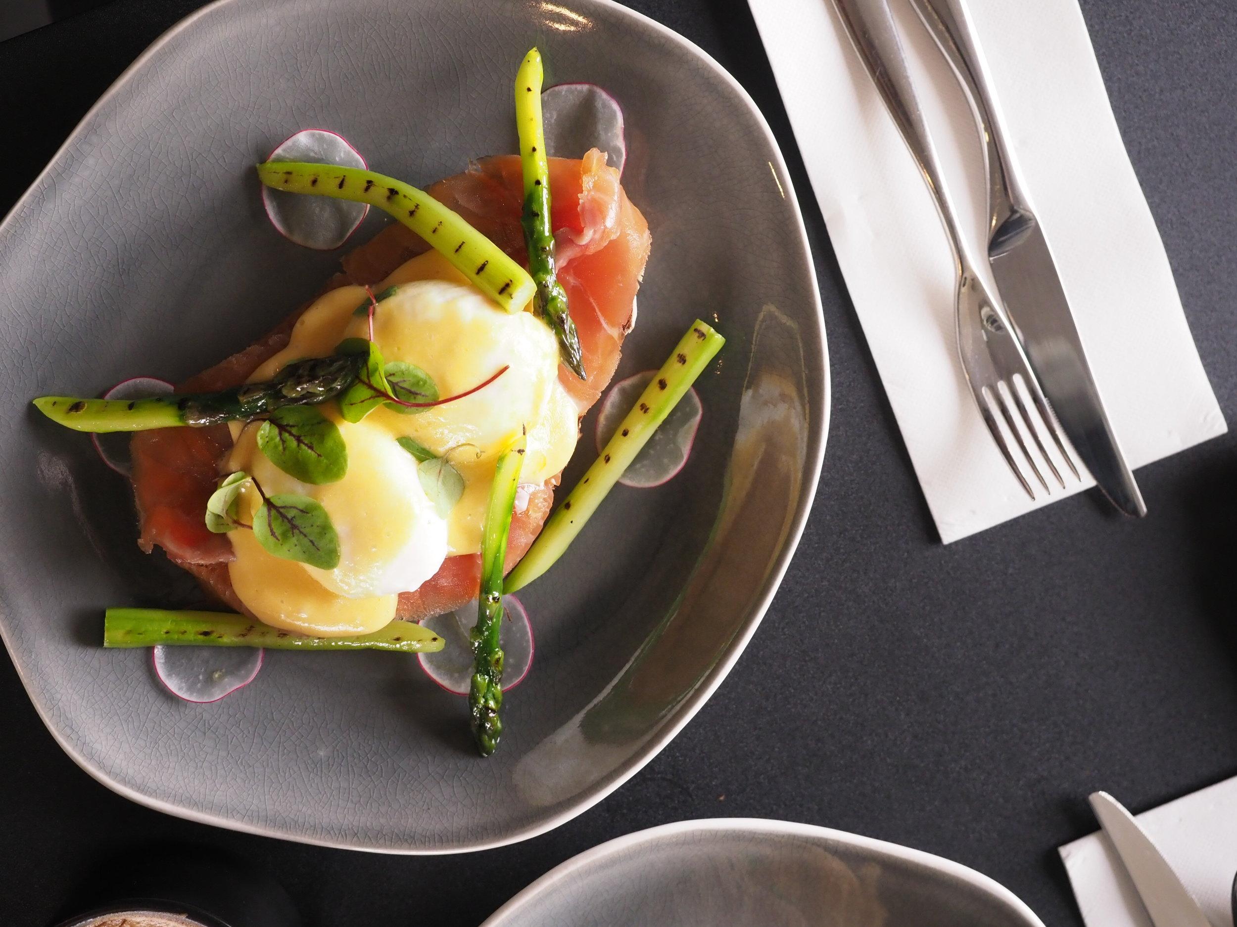 Eggs Benedict at Baker et Chef