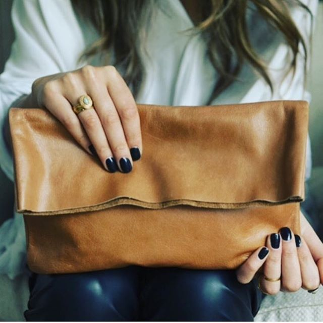 Only one of each color left! Grab our Bauxo Bound Leather Clutch while you can, the perfect bag for any outfit! Available in caramel and black #TwinTreehouse