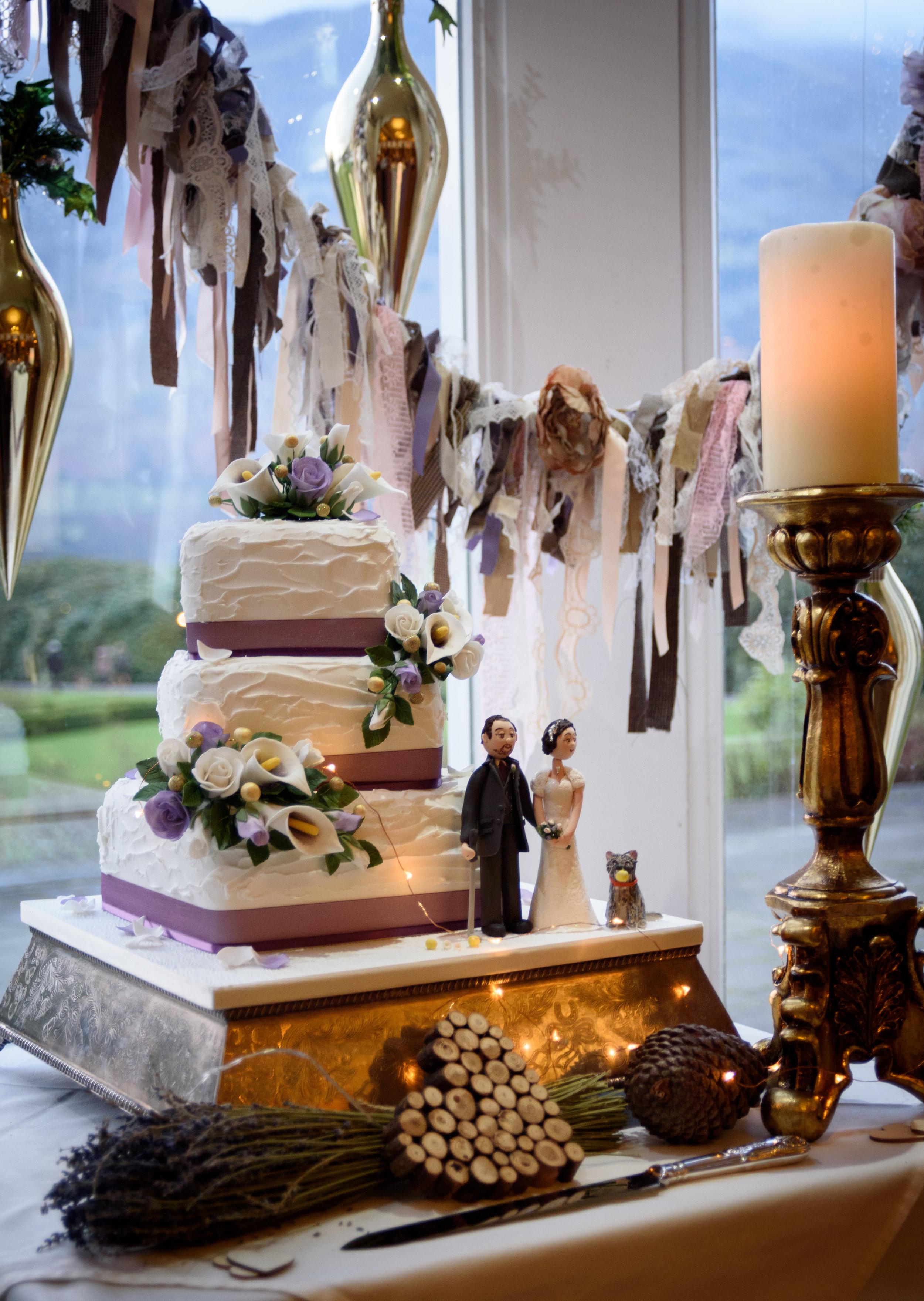 Room decoration and wedding cake