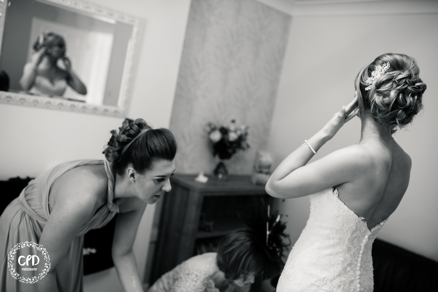 Bridal preps, Bride in a mirror