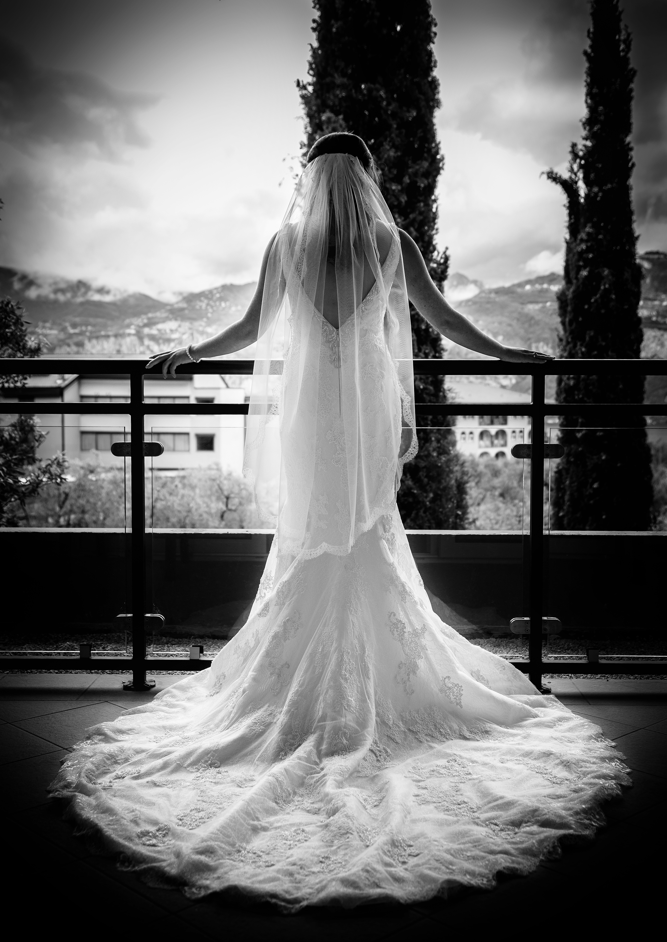 Black and White image of a bride wearing her wedding dress shot in Italy