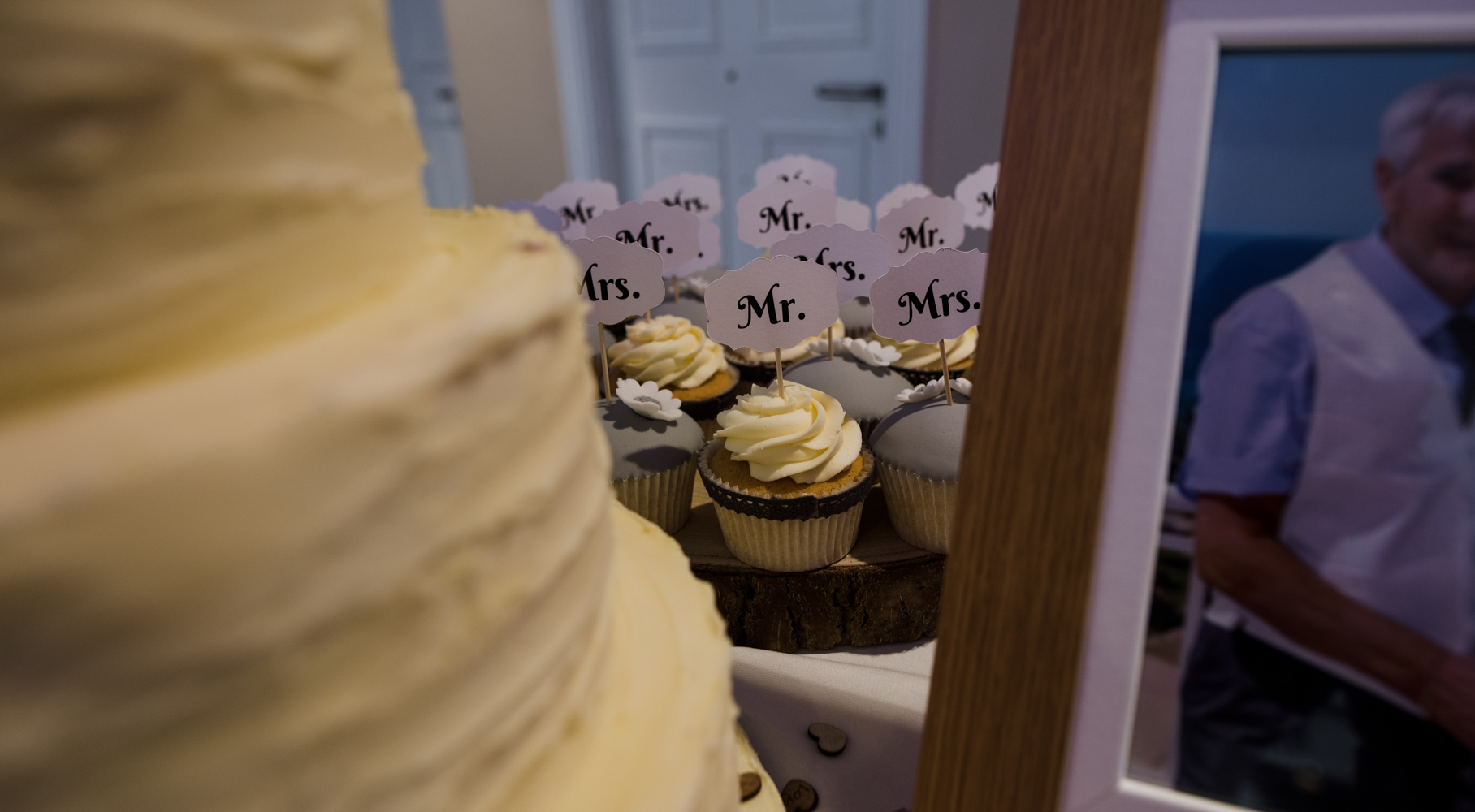 Lovely cup cakes to accompany the wedding cake