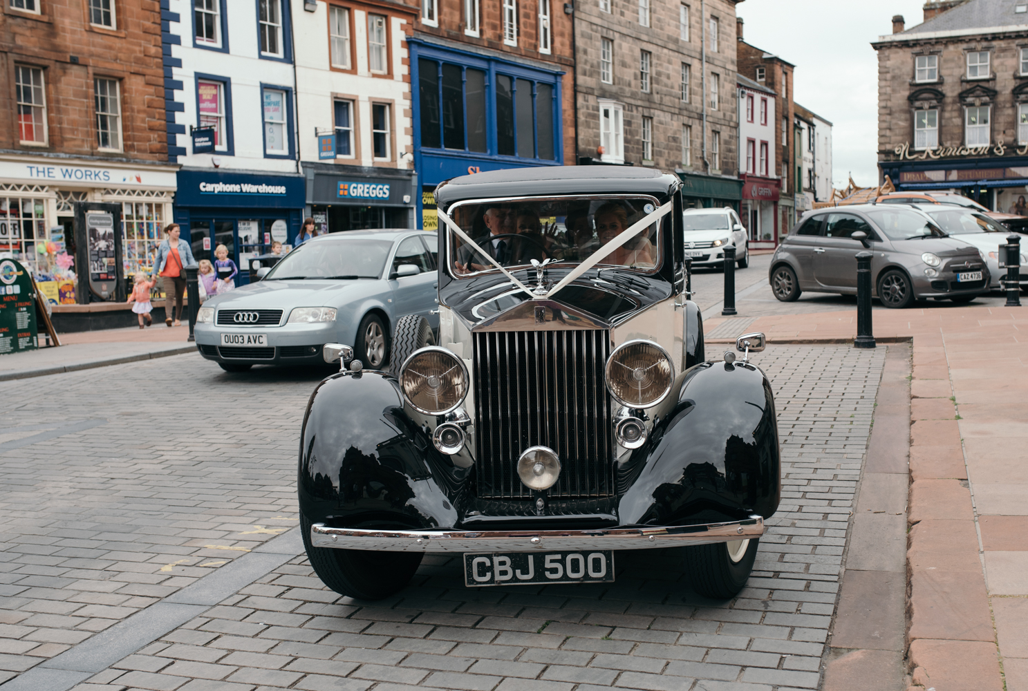 The Rolls Royce arriving at the church with the bride and her father