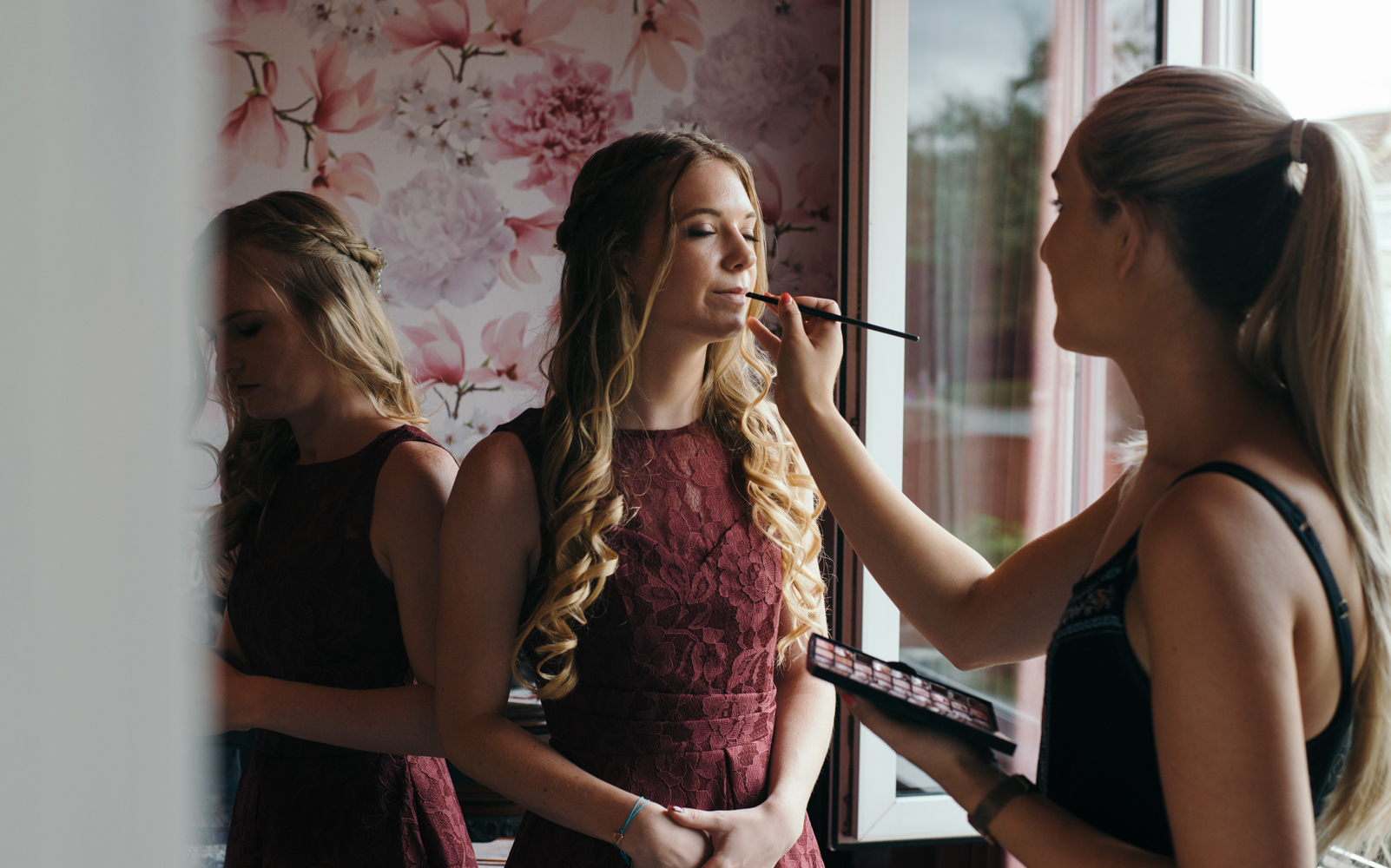 Final touches of lipstick for a bridesmaid