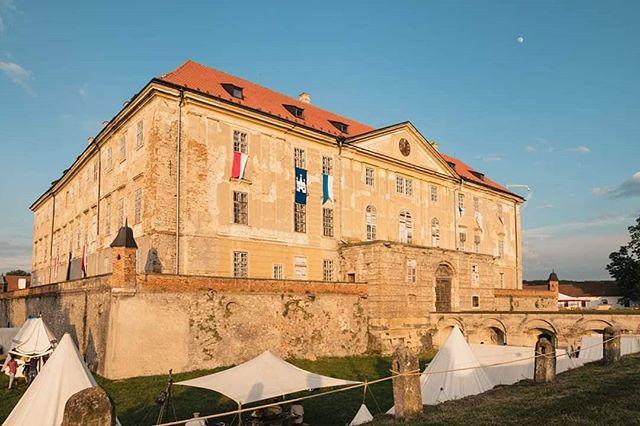 Tento víkend budú naši šermiari bojovať na najväčšom historickom festivale na Slovensku, Rotenstein, pod vedením @agentura_hector ⚔️💪🏻 Prídete nás pozrieť? 🤗
