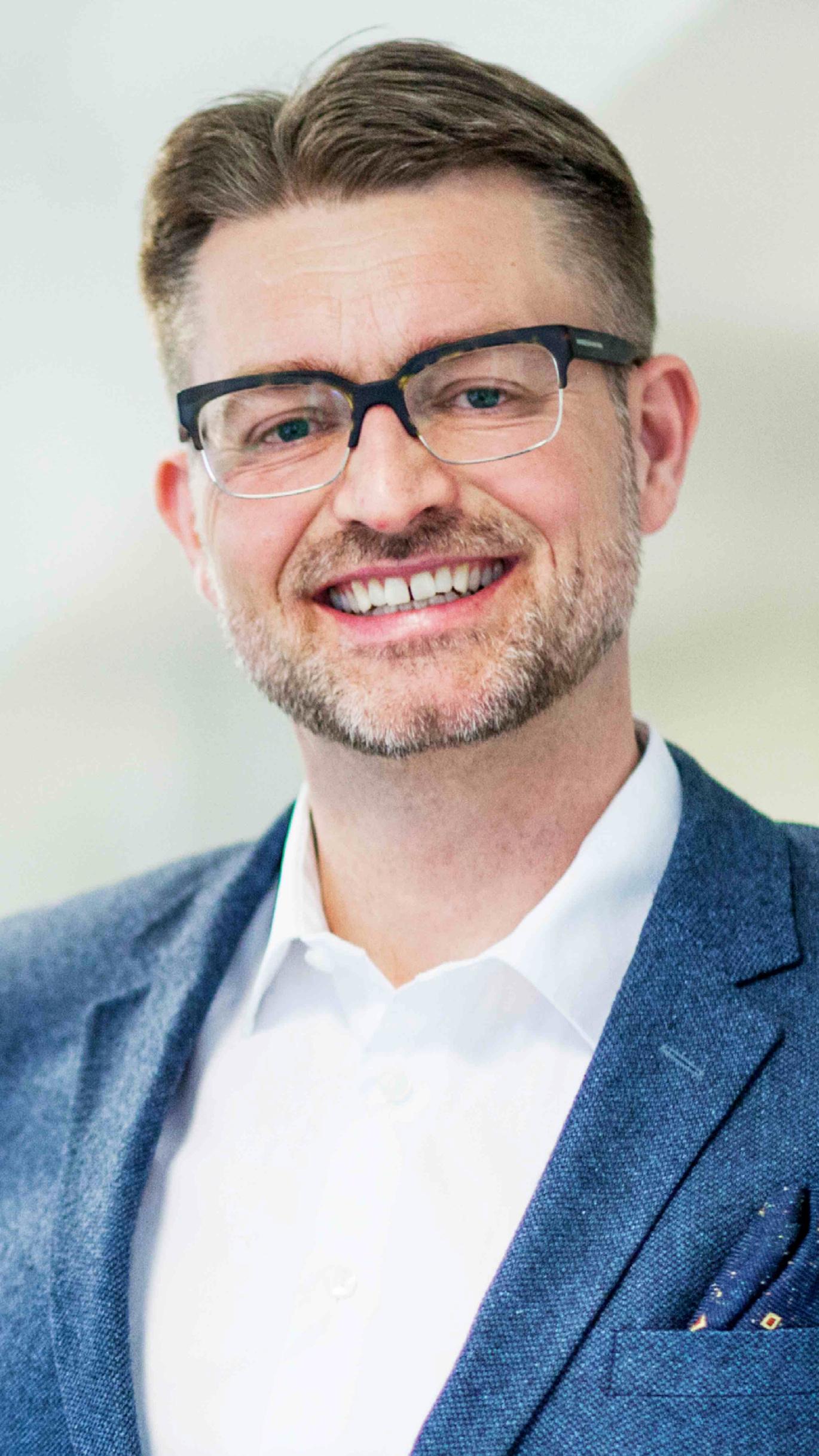 Lasse Hamre  Strategidirektør  Bokstaven K , medlem av Task Alliance