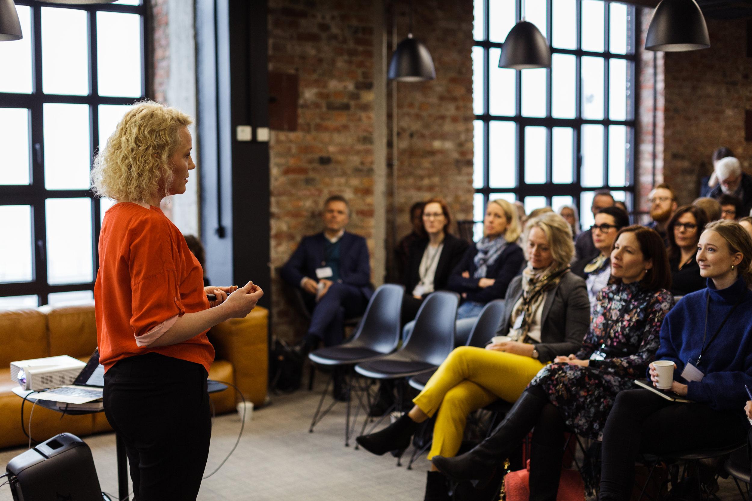 Hedda Kise,  konferansier og foredragsholder