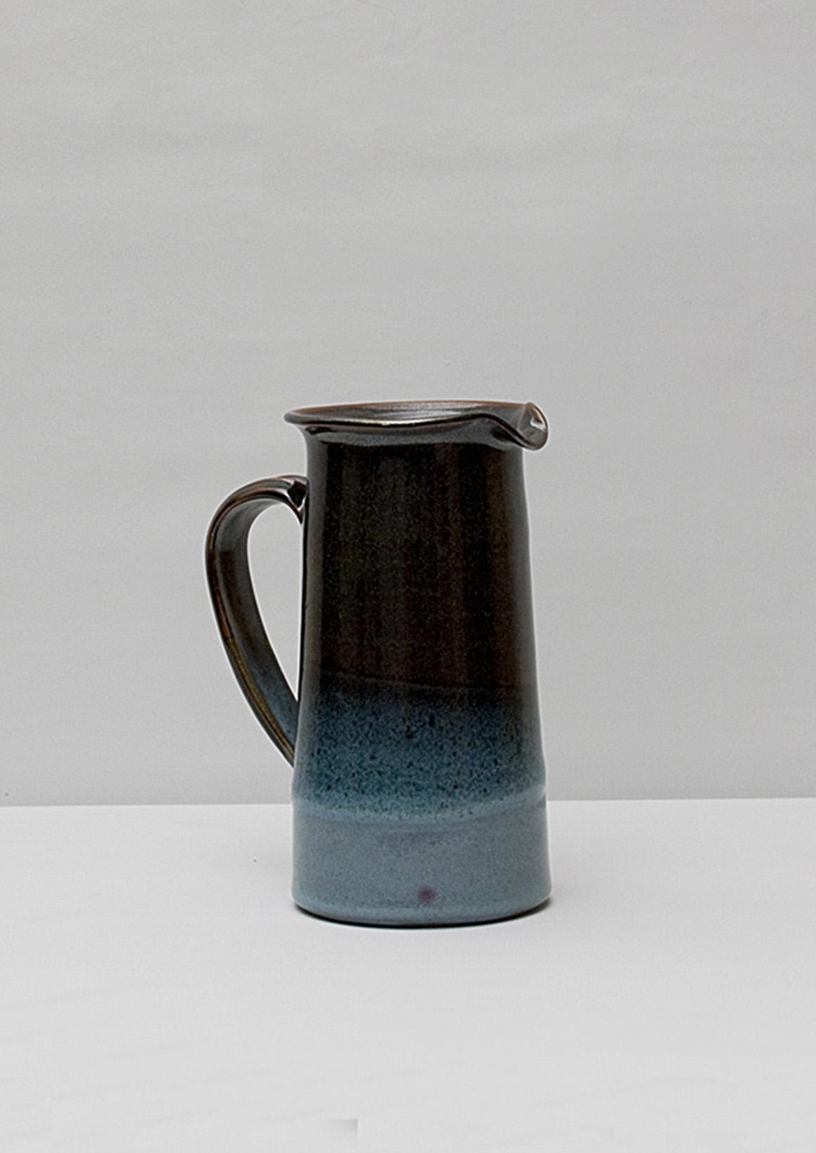 Carafe en grès, brun et bleu